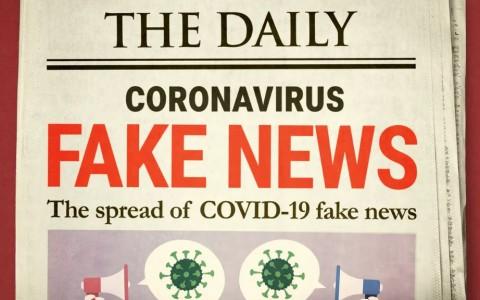 Durant la pandémie de coronavirus, théories conspirationnistes et fake news circulent sur les réseaux sociaux