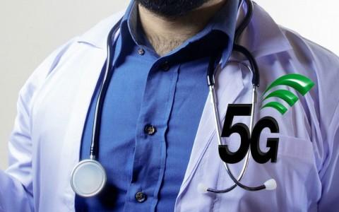Médecin et logo 5G : l'apparence d'expertise sur le sujet de la santé ne suffit pas