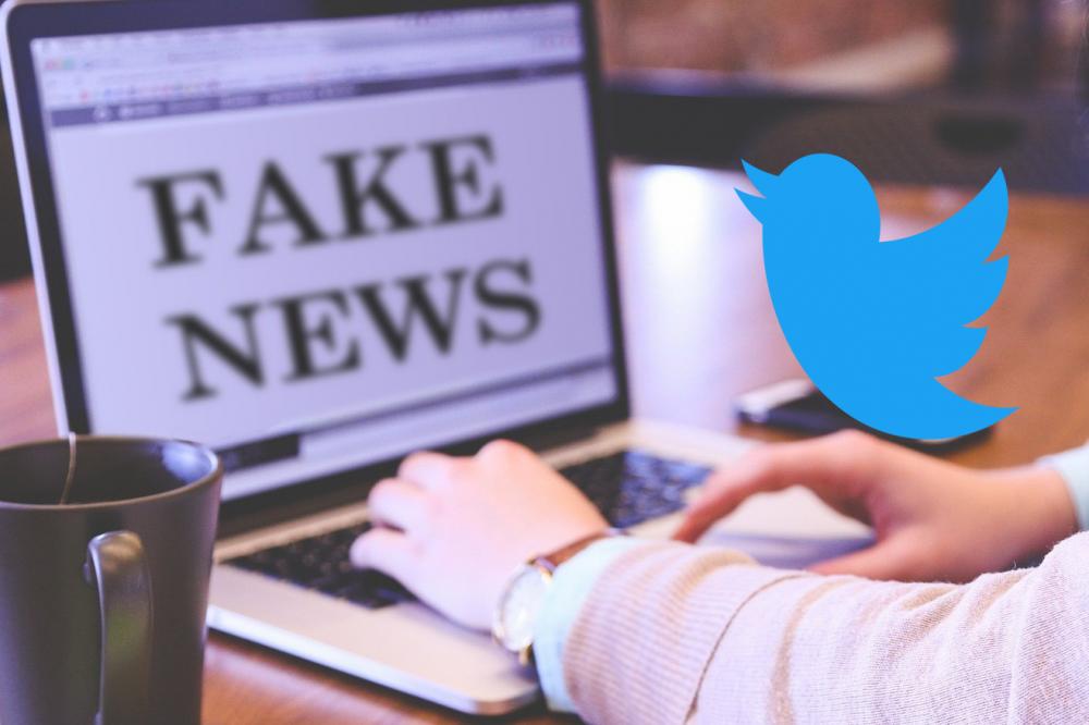 Logo Twitter et fake news : sur Twitter, la viralité profite plus aux fausses informations